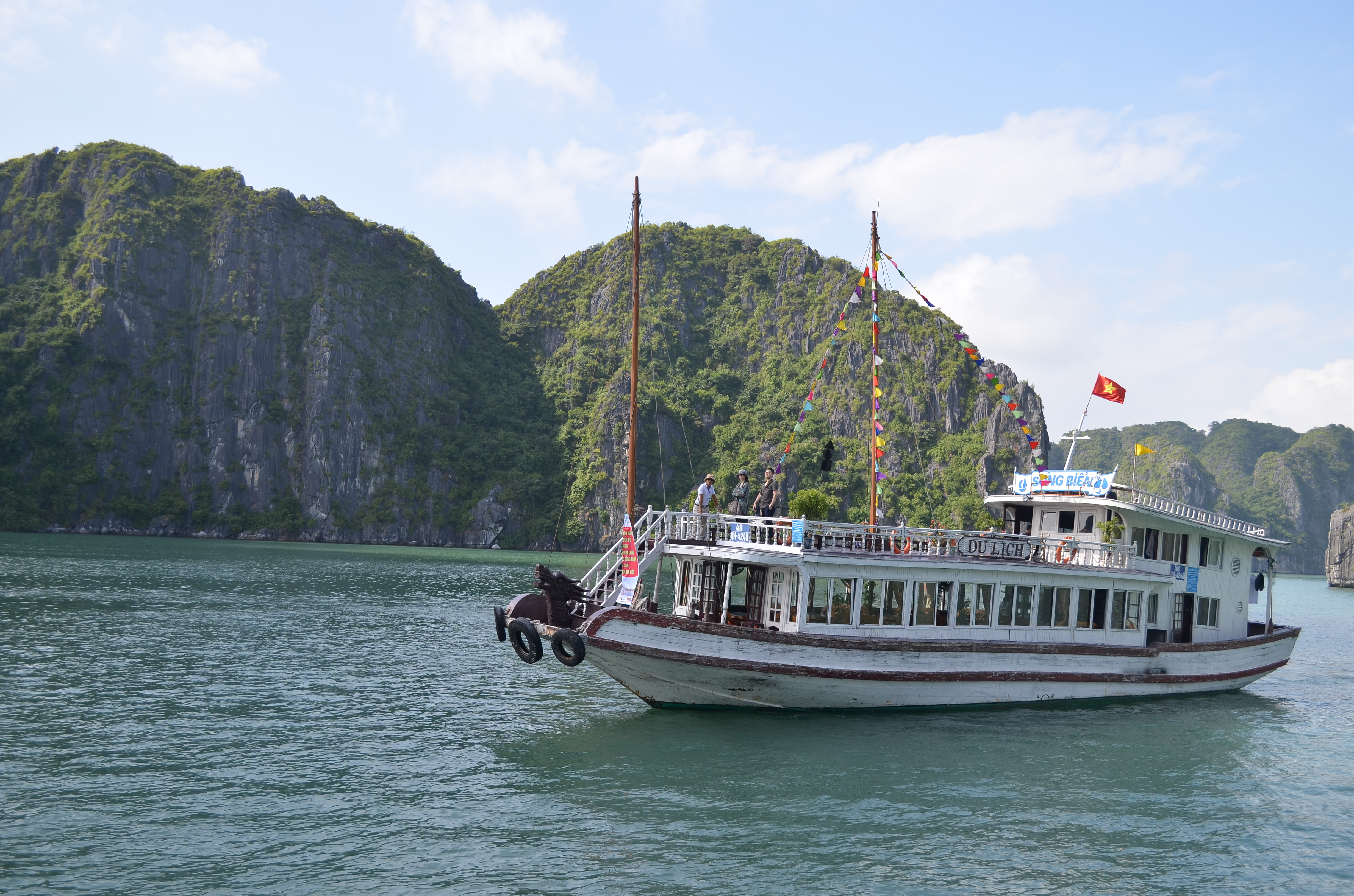how to get to halng bay from hanoi